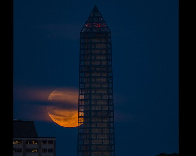 Superluna en el Washington Monument