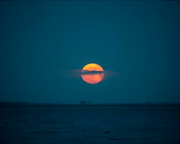 Superluna sobre la bahía de Chesapeake